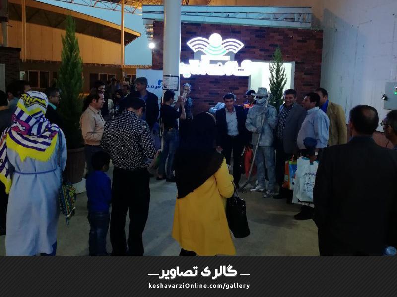 استقبال گسترده مردم از غرفه کشاورزی آنلاین در نمایشگاه کشاورزی شیراز اردیبهشت 1397